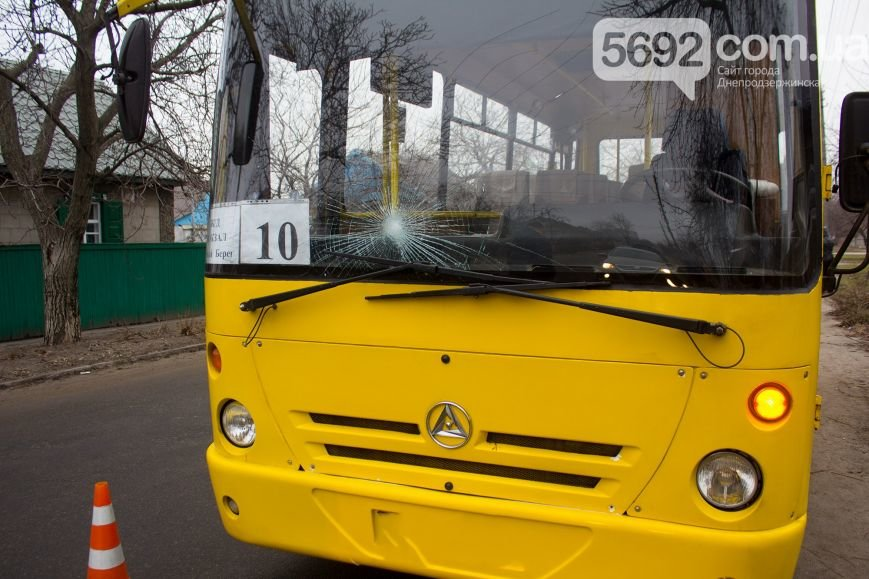 В Днепродзержинске маршрутка сбила насмерть пешехода (фото) - фото 1
