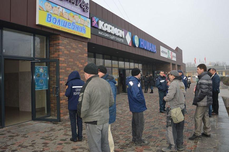 При пожаре в торгово-развлекательном центре Днепропетровска спасены 17 человек (ФОТО) (фото) - фото 2