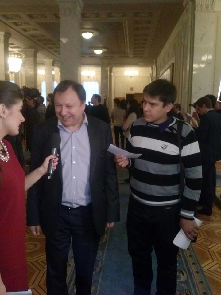 """Пятница в парламенте: В день отчета правительства """"Самопомощь"""" заблокировала трибуну, а криворожские активисты раздают депутатам приглашени..., фото-5"""