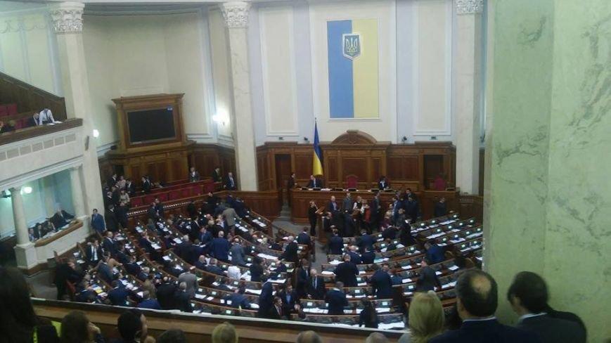 """Пятница в парламенте: В день отчета правительства """"Самопомощь"""" заблокировала трибуну, а криворожские активисты раздают депутатам приглашени..., фото-6"""