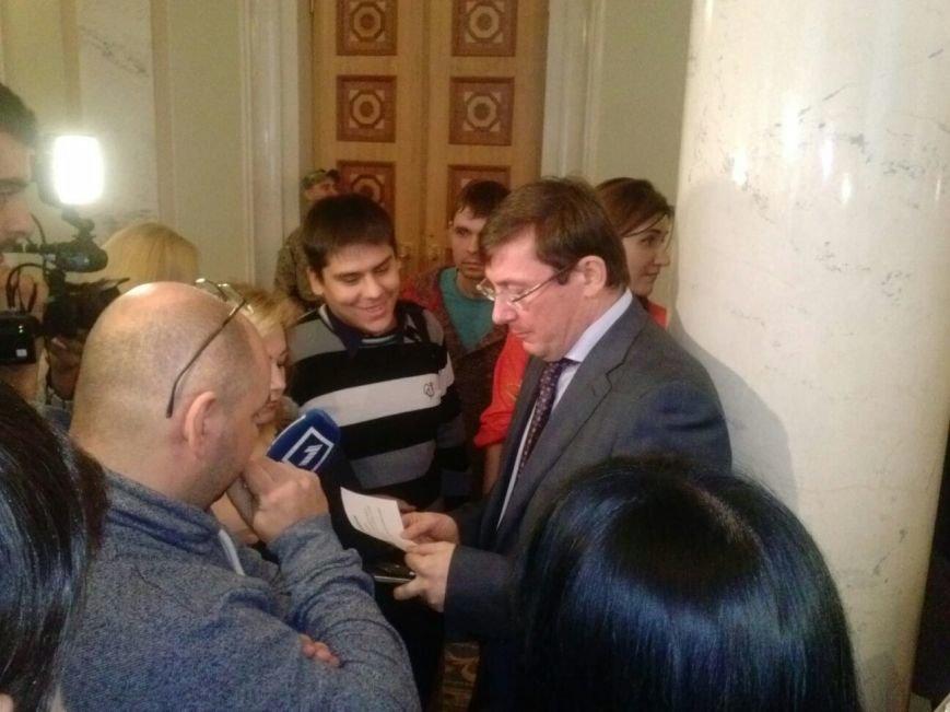 """Пятница в парламенте: В день отчета правительства """"Самопомощь"""" заблокировала трибуну, а криворожские активисты раздают депутатам приглашени..., фото-1"""