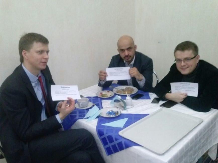 """Пятница в парламенте: В день отчета правительства """"Самопомощь"""" заблокировала трибуну, а криворожские активисты раздают депутатам приглашени..., фото-2"""