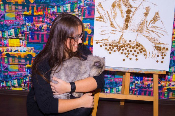 Гродненская художница изобразила Фрэнка Синатру при помощи корма для собак (фото) - фото 1