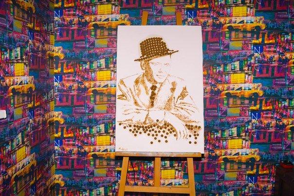 Гродненская художница изобразила Фрэнка Синатру при помощи корма для собак (фото) - фото 2
