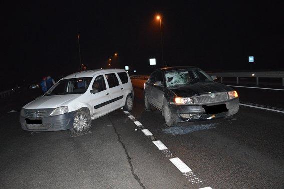 жінка загинула потрапивши під колеса двох автомобілів (фото) - фото 1