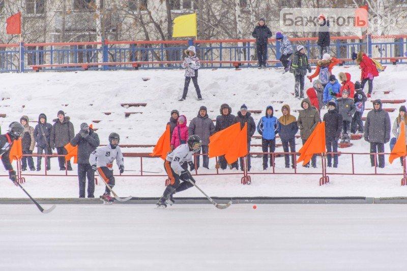 В Полевском продолжается международный турнир по хоккею с мячом (фото) - фото 1