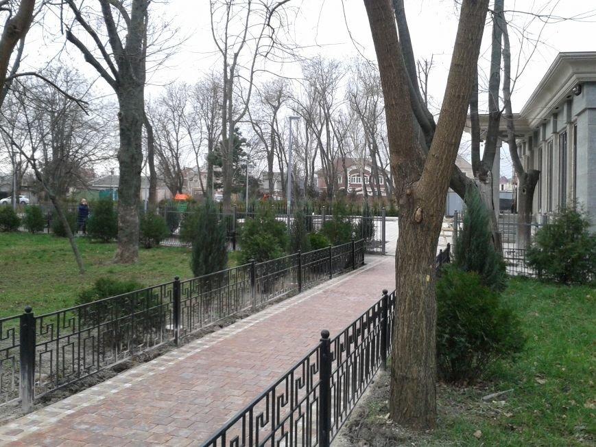9cc15b06478078de6c65723e7e16396c В Одессе на Фонтане неизвестные строители захватили сквер