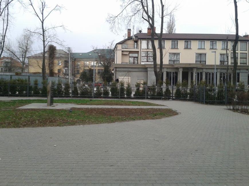 В Одессе на Фонтане неизвестные строители захватили сквер (ФОТО) (фото) - фото 1