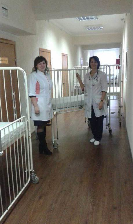 Павлоградская больница получила благотворительную помощь: кровати, костыли, расходники, фото-2