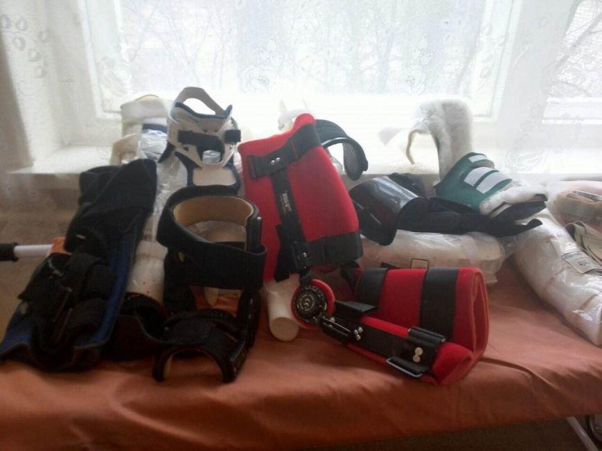 Павлоградская больница получила благотворительную помощь: кровати, костыли, расходники, фото-1
