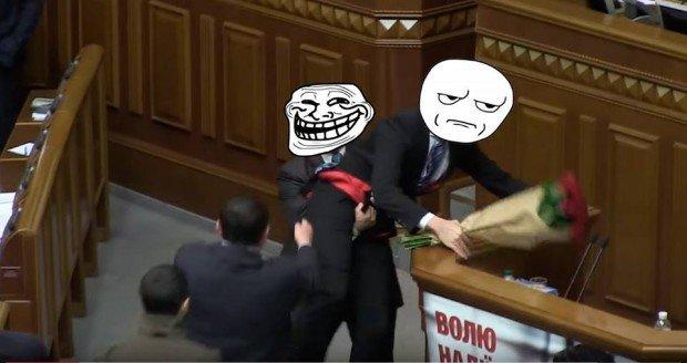 Користувачі соцмеререж глузують з інциденту між Яценюком і Барною у ВРУ, фото-5