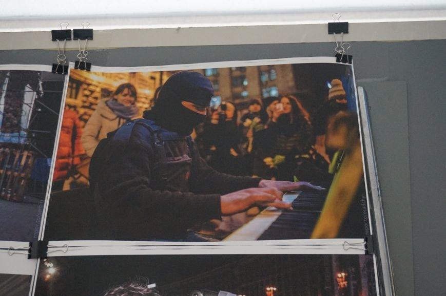 В Криворожском горисполкоме разместили фотографии с Евромайдана (ФОТО) (фото) - фото 5