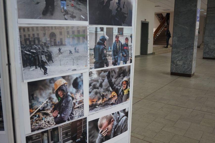 В Криворожском горисполкоме разместили фотографии с Евромайдана (ФОТО) (фото) - фото 2
