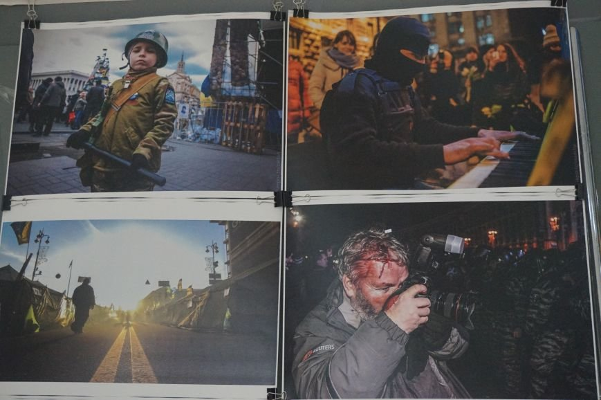 В Криворожском горисполкоме разместили фотографии с Евромайдана (ФОТО) (фото) - фото 4