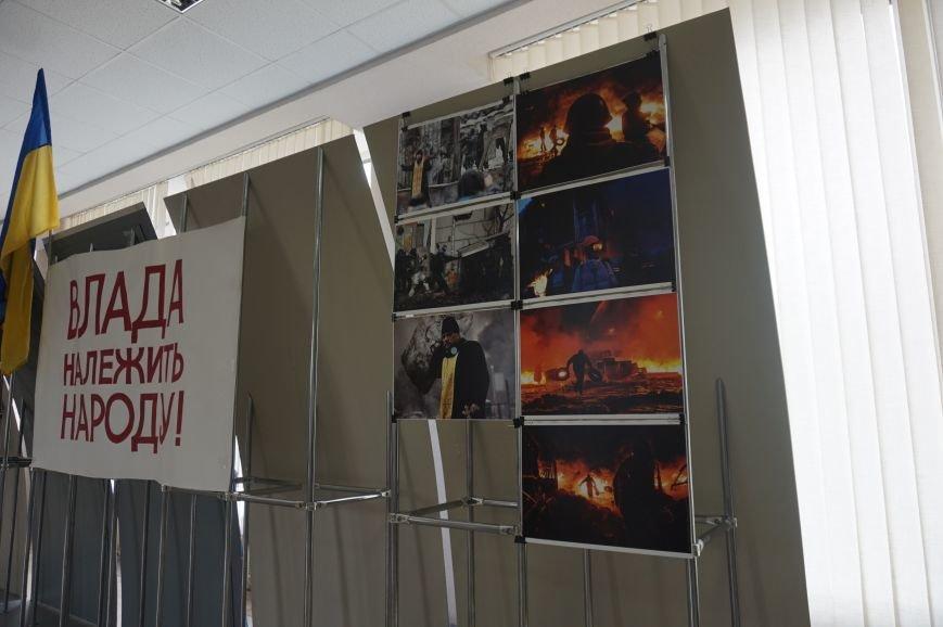 В Криворожском горисполкоме разместили фотографии с Евромайдана (ФОТО) (фото) - фото 3