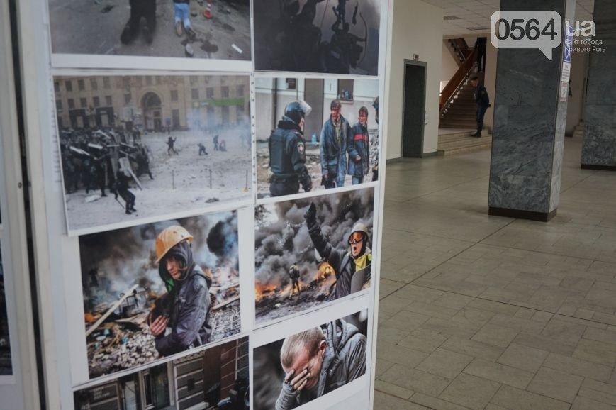 В Кривом Роге: стартовал 5 этап отбора в полицию, в горисполкоме появились фото с Евромайдана, ЦИК изменила состав горизбиркома (фото) - фото 2