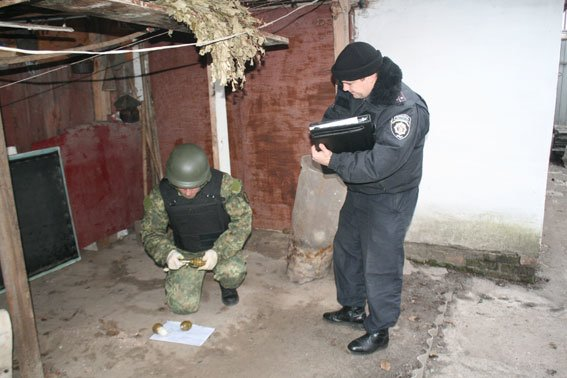 Ранее судимый мужчина открыл в Черниговской области частный склад гранат (фото) - фото 1