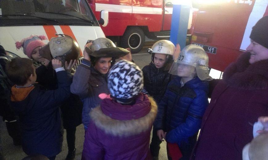Воспитанники школы-интерната пришли в гости к павлоградским спасателям (фото) - фото 2