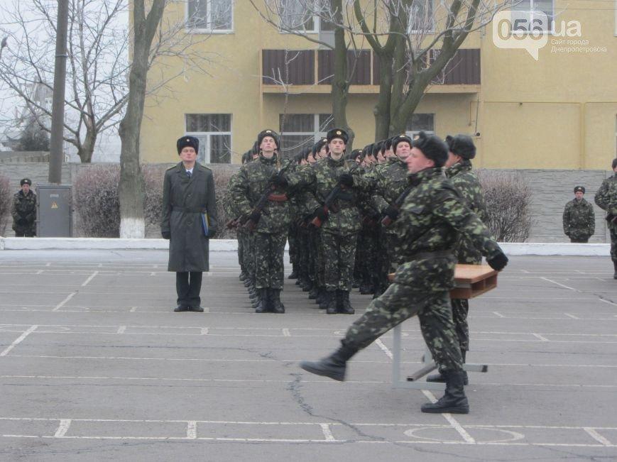 В Днепропетровске 190 военнослужащих приняли присягу на верность украинскому народу (ФОТО) (фото) - фото 1