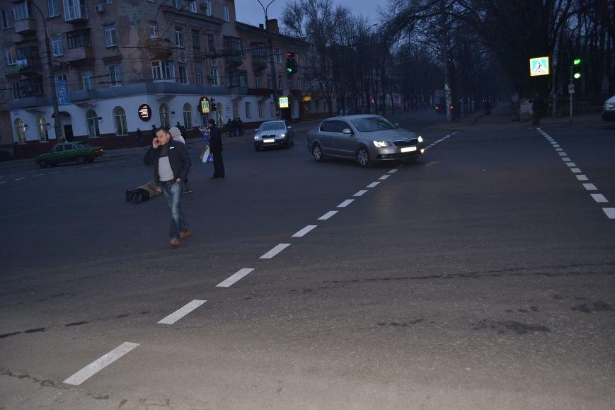 """ДТП в Кривом Роге: На переходе загорелся """"красный"""", и криворожанка """"рванула"""" под колеса автомобиля (ФОТО), фото-2"""