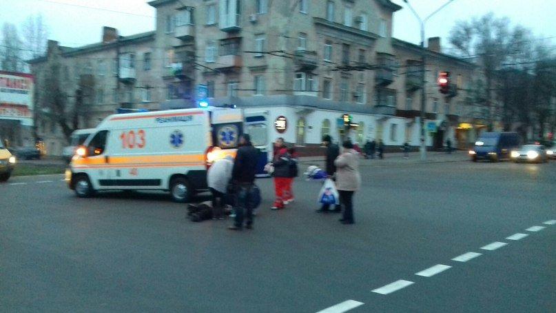 ДТП в Кривом Роге: Пожилая женщина пыталась перейти дорогу на