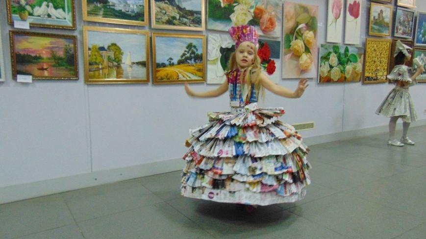 Мариупольские красавицы показали дефиле в платьях из бубликов, макарон и коктейльных палочек (ФОТОРЕПОРТАЖ) (фото) - фото 3