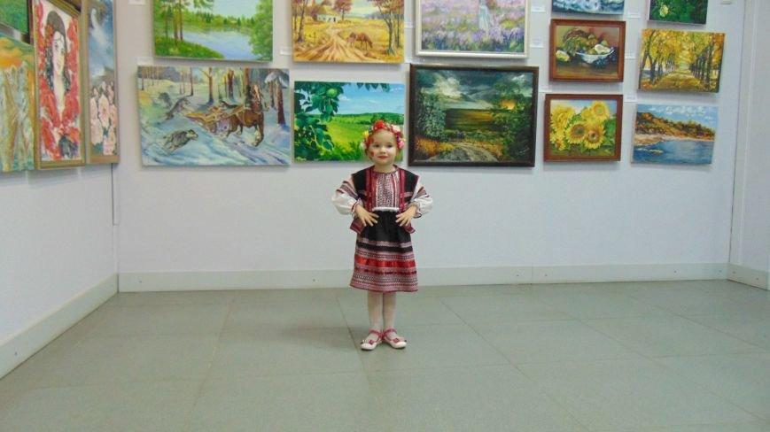 Мариупольские красавицы показали дефиле в платьях из бубликов, макарон и коктейльных палочек (ФОТОРЕПОРТАЖ) (фото) - фото 2