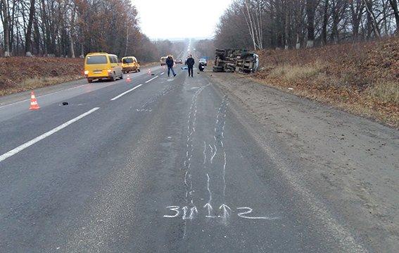 На трасі Житомир-Чернівці сталася жахлива аварія, є загиблий (фото) (фото) - фото 1