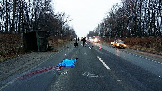На трасі Житомир-Чернівці сталася жахлива аварія, є загиблий (фото) (фото) - фото 2