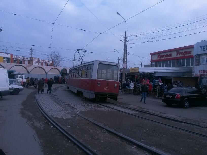На Центральном рынке трамвай на большой скорости покатился назад. Пассажиры выпрыгивали на ходу (ФОТО), фото-3