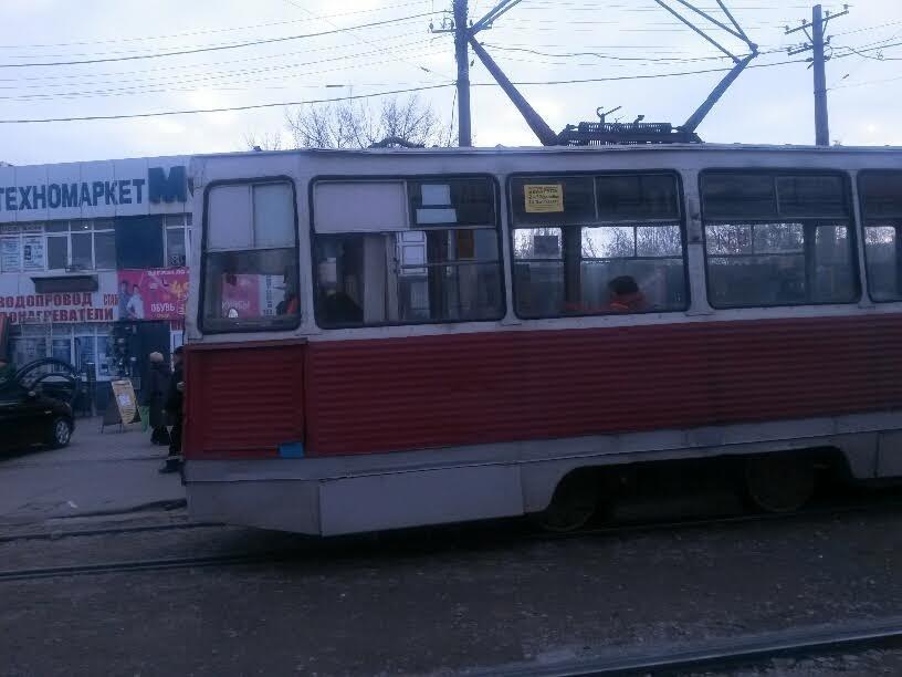 На Центральном рынке трамвай на большой скорости покатился назад. Пассажиры выпрыгивали на ходу (ФОТО), фото-1