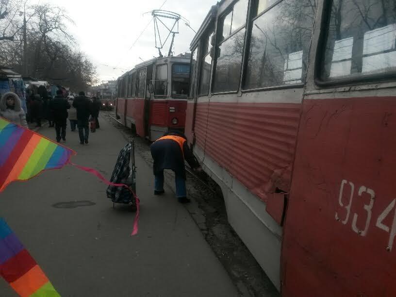 На Центральном рынке трамвай на большой скорости покатился назад. Пассажиры выпрыгивали на ходу (ФОТО), фото-4