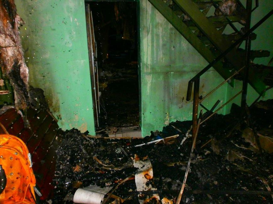 В Днепродзержинске ночью горел автокомплекс (фото) - фото 2