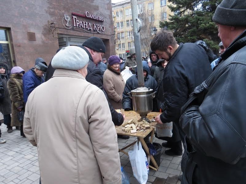 Мариупольцев поили бесплатным чаем (ФОТО), фото-11