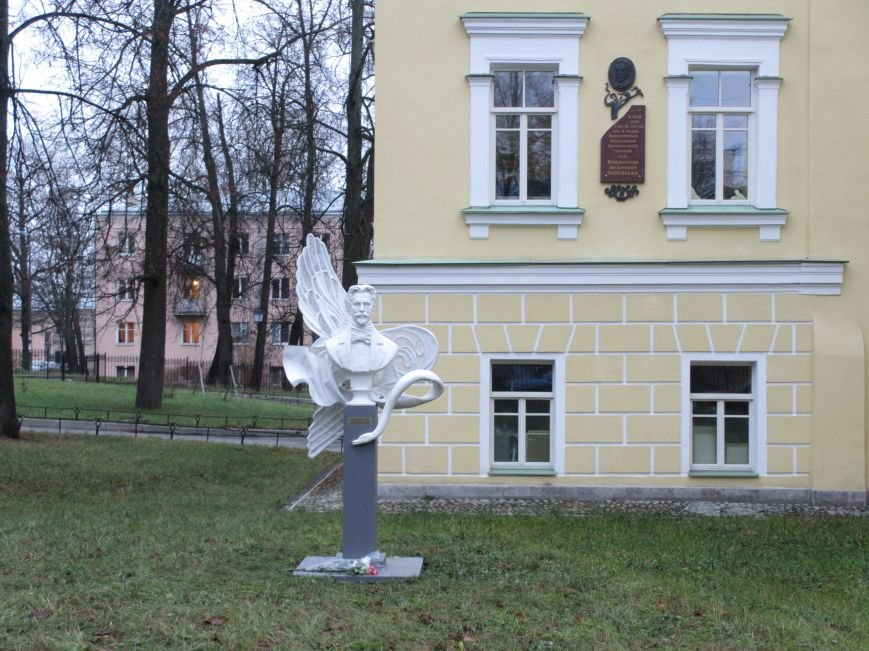 Единственный в стране памятник известному поэту презентовали в Царском Селе, фото-1