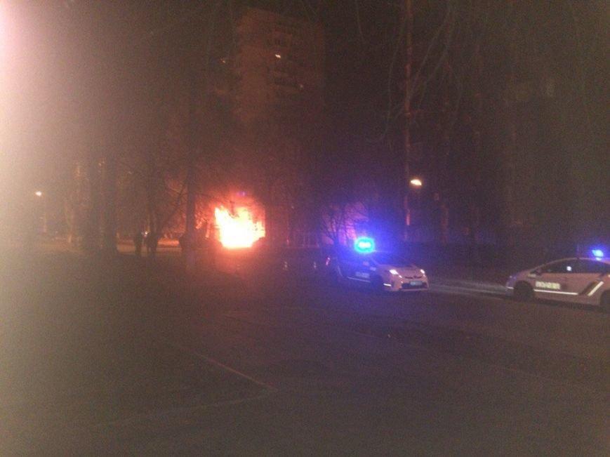 58d80c9141c45437c3d862c4d39d9d9f В Одессе со взрывами сгорела машина