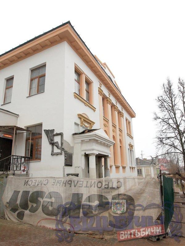 «Надо бы всем миром скинуться». Реконструкцию здания, где преподавал Шагал, мэр считает приоритетной (фото) - фото 4