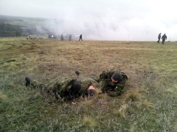 Полицейские патрульных групп безопасности движения под Мариполем устроили стрельбу (ФОТО) (фото) - фото 1