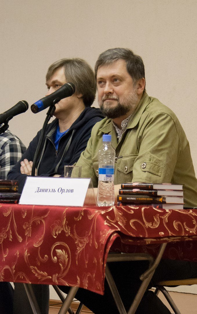 Известные петербургские писатели приехали в Пушкин, чтобы поговорить о современной литературе (фото) - фото 1