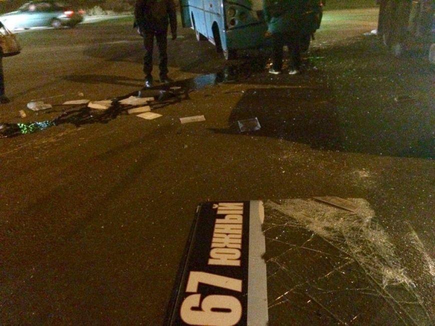 Под Одессой автобус, заполненный людьми, врезался в КамАЗ  (ФОТО) (фото) - фото 1