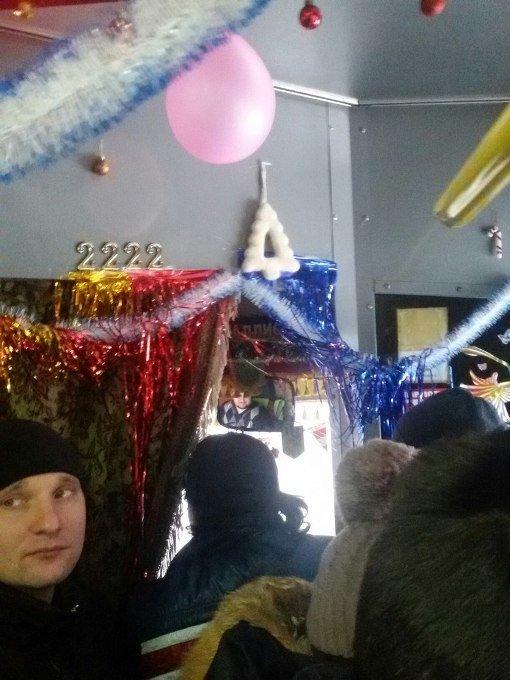 В Харькове появился новогодний троллейбус (ФОТО) (фото) - фото 1