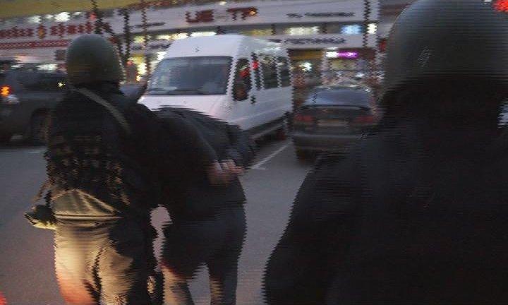 Брянские полицейские задержали двух иностранцев, вымогавших деньги у бизнесмена (фото) - фото 1