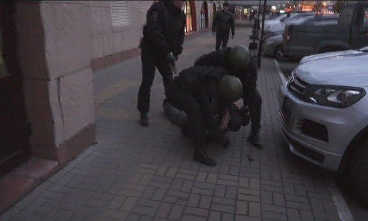 Брянские полицейские задержали двух иностранцев, вымогавших деньги у бизнесмена (фото) - фото 3