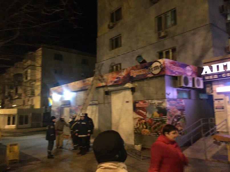 На Данченко девушка выпала (или помогли) из окна третьего этажа (+фото) (фото) - фото 1