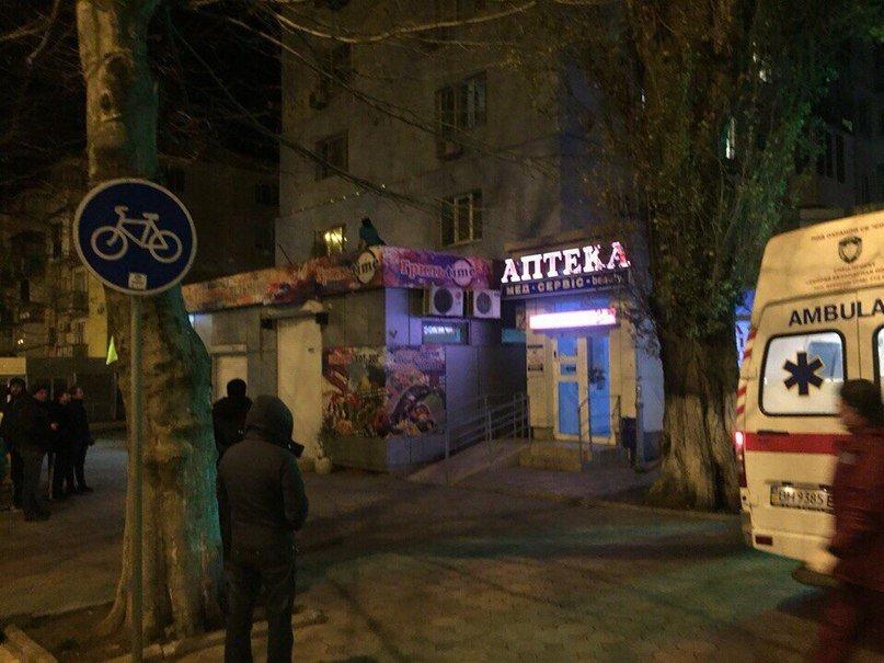 На Данченко девушка выпала (или помогли) из окна третьего этажа (+фото) (фото) - фото 3