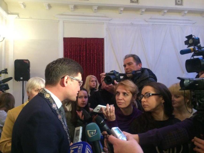 В Мариуполе первая сессия нового созыва начала работу. Сессионный зал переполнен (ФОТО, ВИДЕО), фото-14