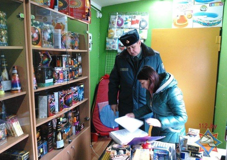 В Полоцке выявили нарушения в местах продажи пиротехнических изделий (фото) - фото 1