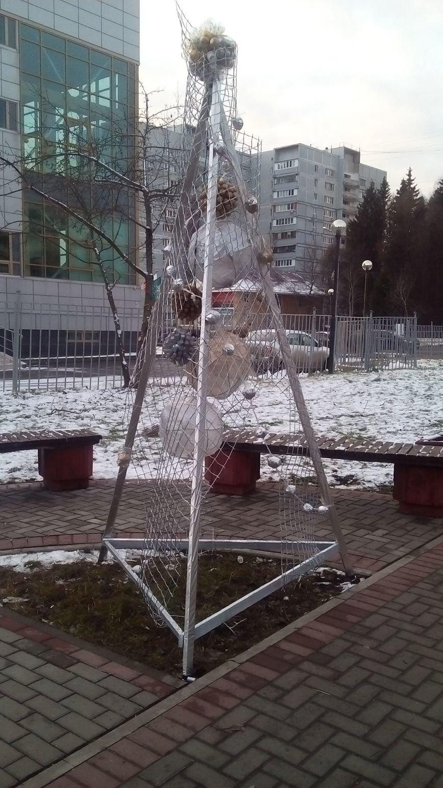 В новой Москве на улицах Троицка появились необычные елки (ФОТО), фото-5
