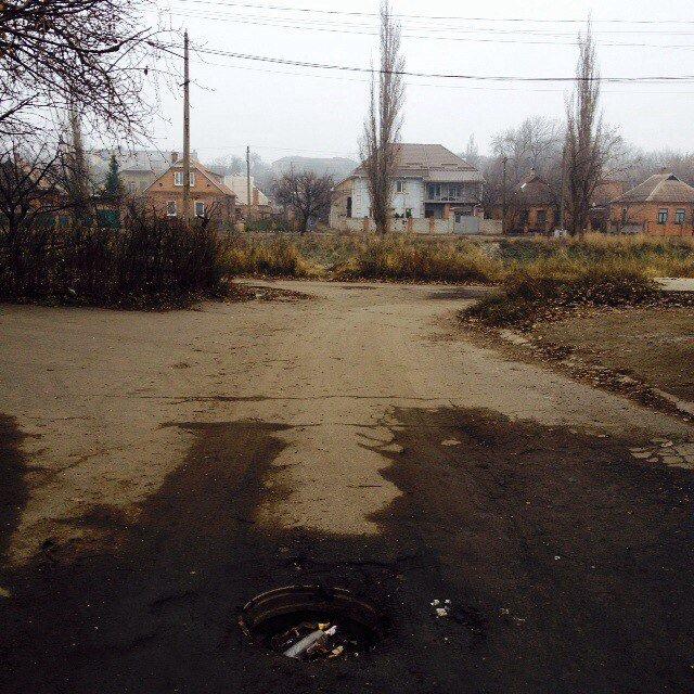 На неосвещенной улице Кривого Рога велосипедист провалился в открытый люк (ФОТО), фото-1