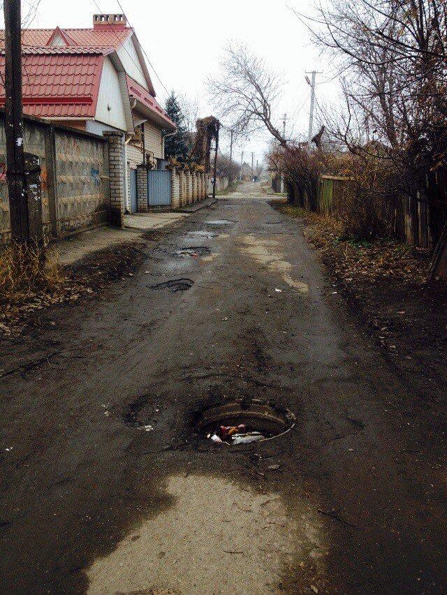 На неосвещенной улице Кривого Рога велосипедист провалился в открытый люк (ФОТО) (фото) - фото 1